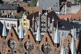 View over the facade of the town hall to Alter Markt ...